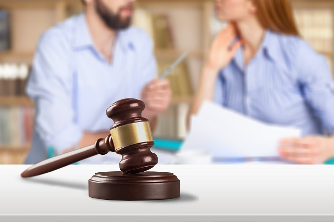 """Using a Mediator Can Make for a Less """"Messy"""" Divorce"""